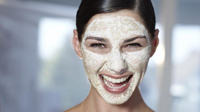 Masca cu Bicarbonat de sodiu solutia pentru cosuri, acnee sau cearcane